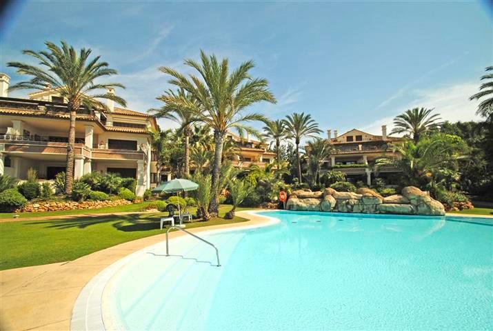 Marbella Banus Apartamento Planta Media en venta en Los Monteros – R2652095