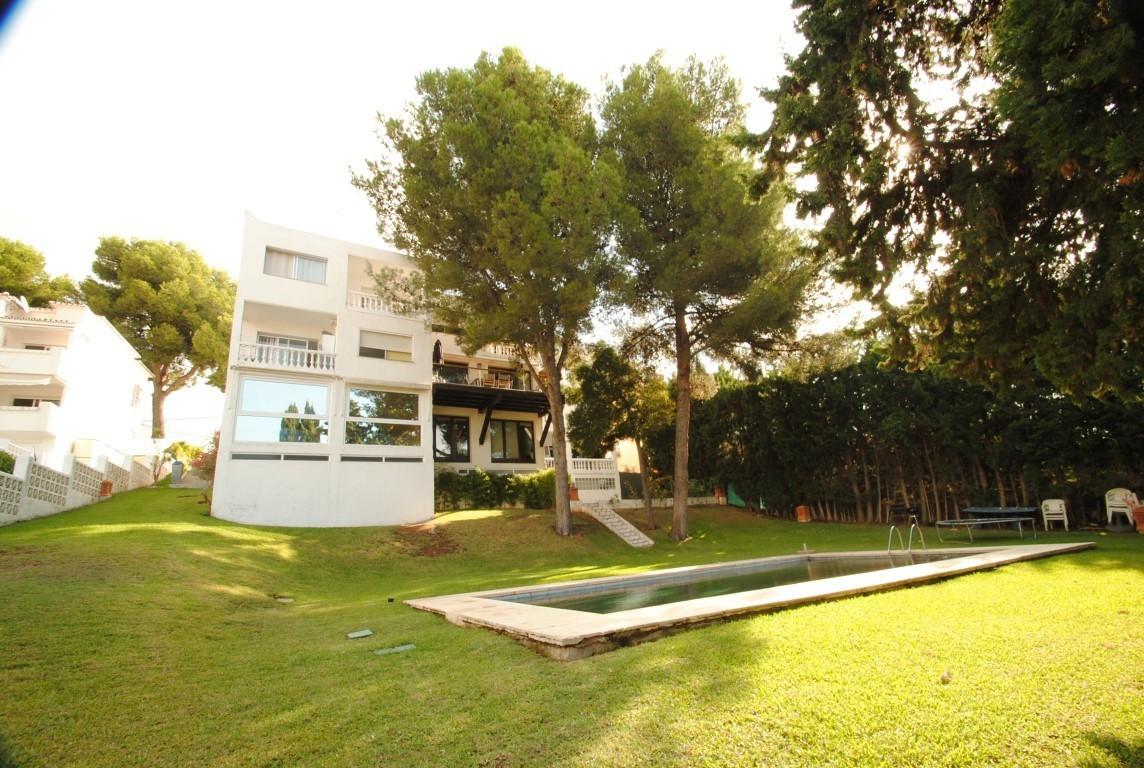 Villa 4 Dormitorios en Venta Nueva Andalucía