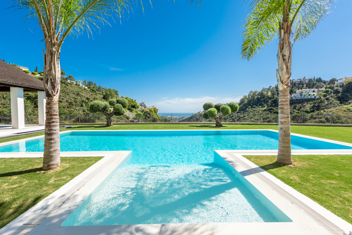 5 Bedroom Villa For Sale in El Madroñal - El Madroñal, Benahavis
