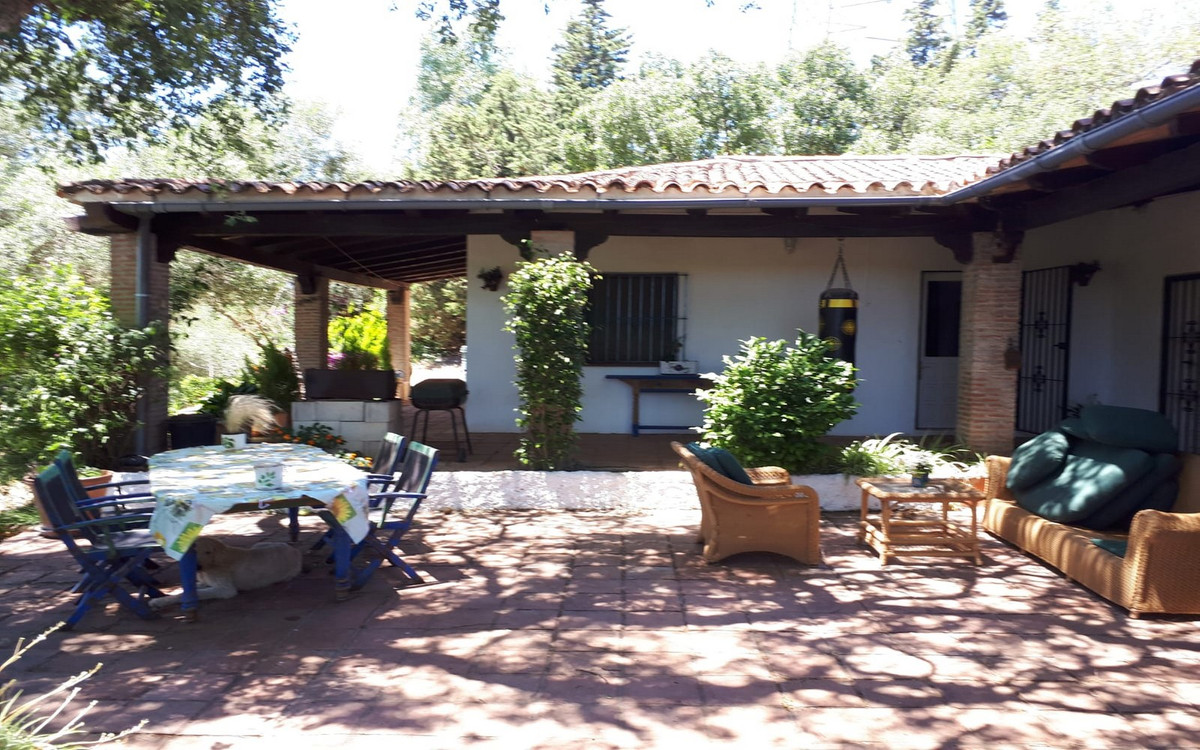 Beautiful and characteristic villa / country house with stables surrounded by greenery located on th,Spain