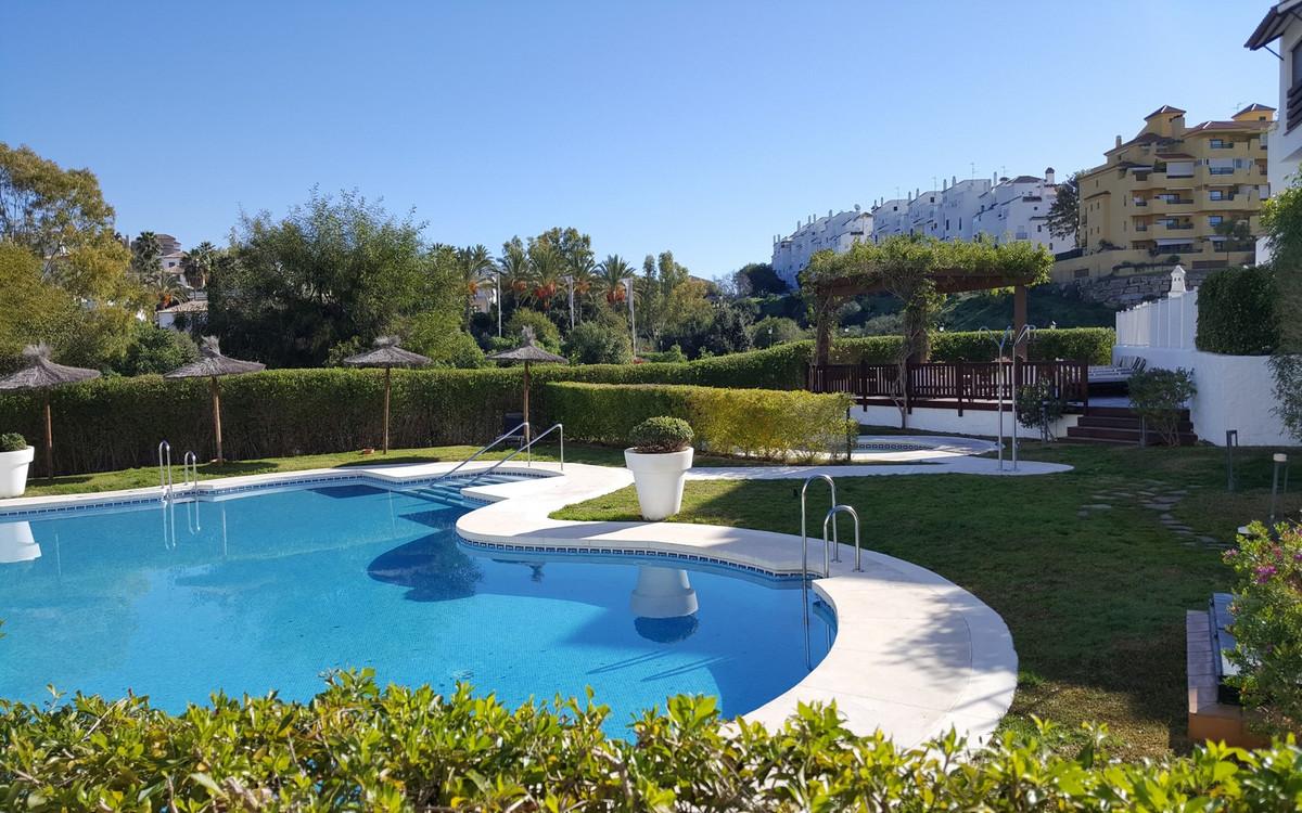 Marbella Banus Apartamento en Venta en Selwo – R3910354