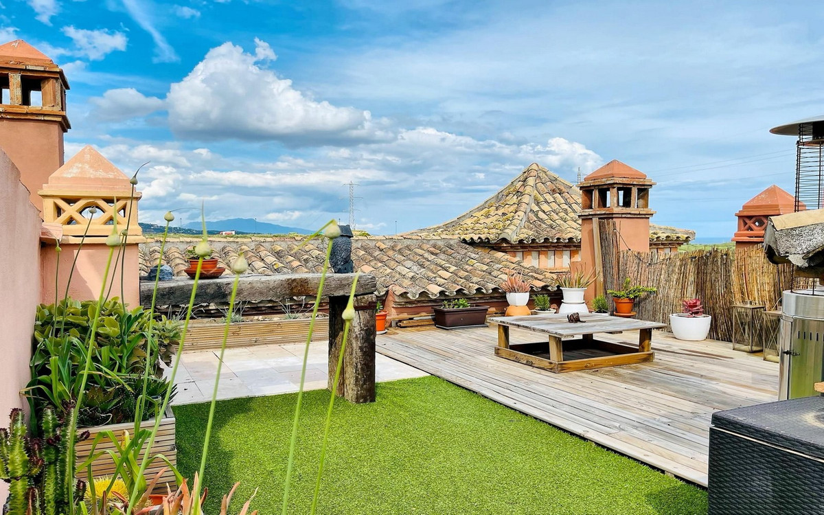 Front line at the new Azata golf course. Beautiful townhouse with a panoramic view over the course. ,Spain