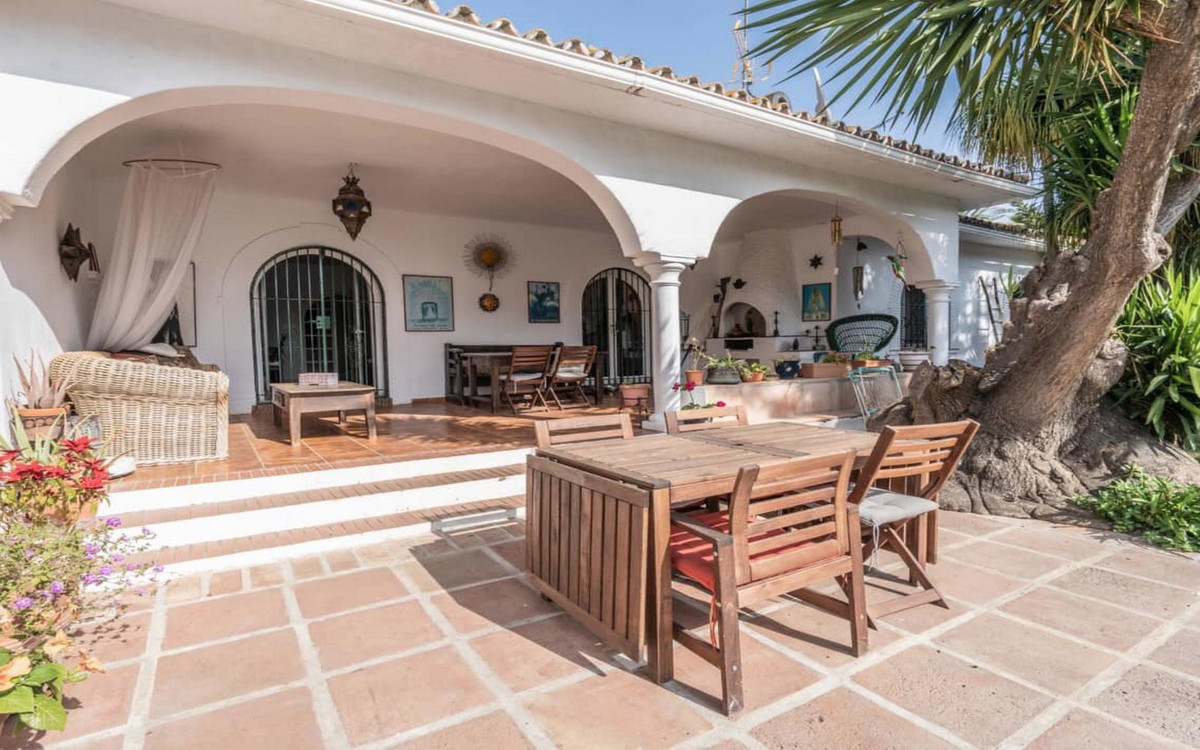 Beach villa with a heart and atmosphere in El Paraiso  Just a few minutes walk from the beautiful be, Spain