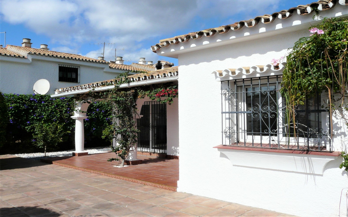 Ref:R3529987 Villa - Detached For Sale in Estepona