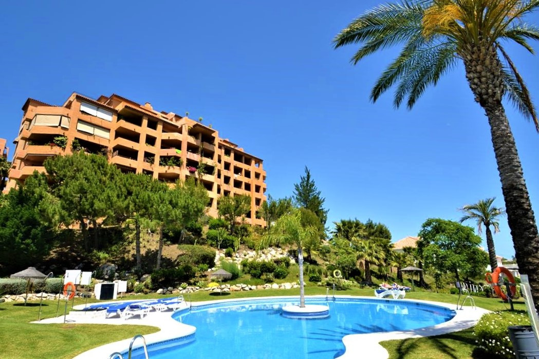 Which view do you prefer? You have everything here.  This very spacious 3 bedroom apartment with bre,Spain