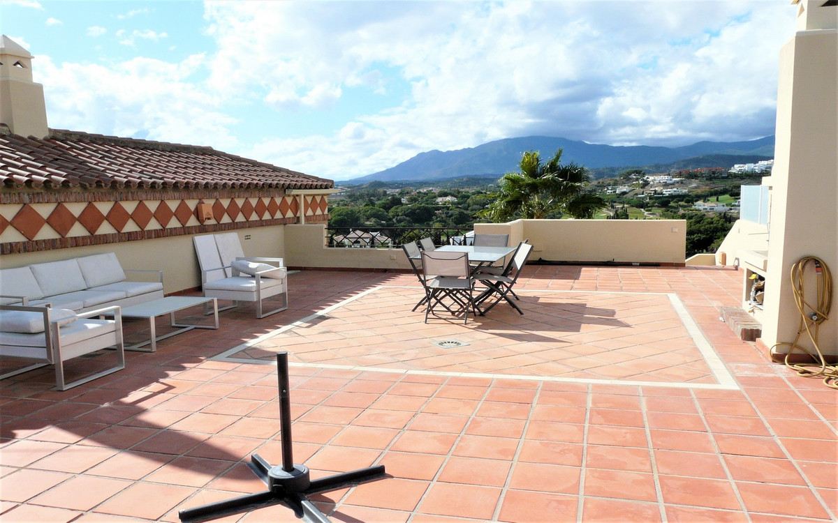 Very bright and spacious top 3 bedroom apartment, located on the outskirts of the exclusive Villa Pa, Spain