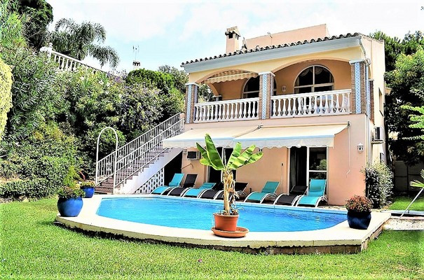 Located in a very nice urbanization of only six houses, this beautiful villa is an oasis of peace an,Spain
