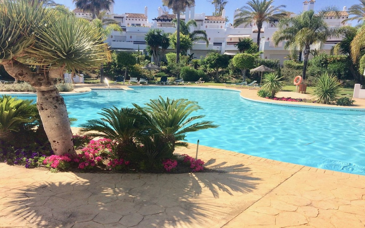 Very luxurious and large semi-detached 4 bedroom house just a few meters from the beach. Beautifully,Spain