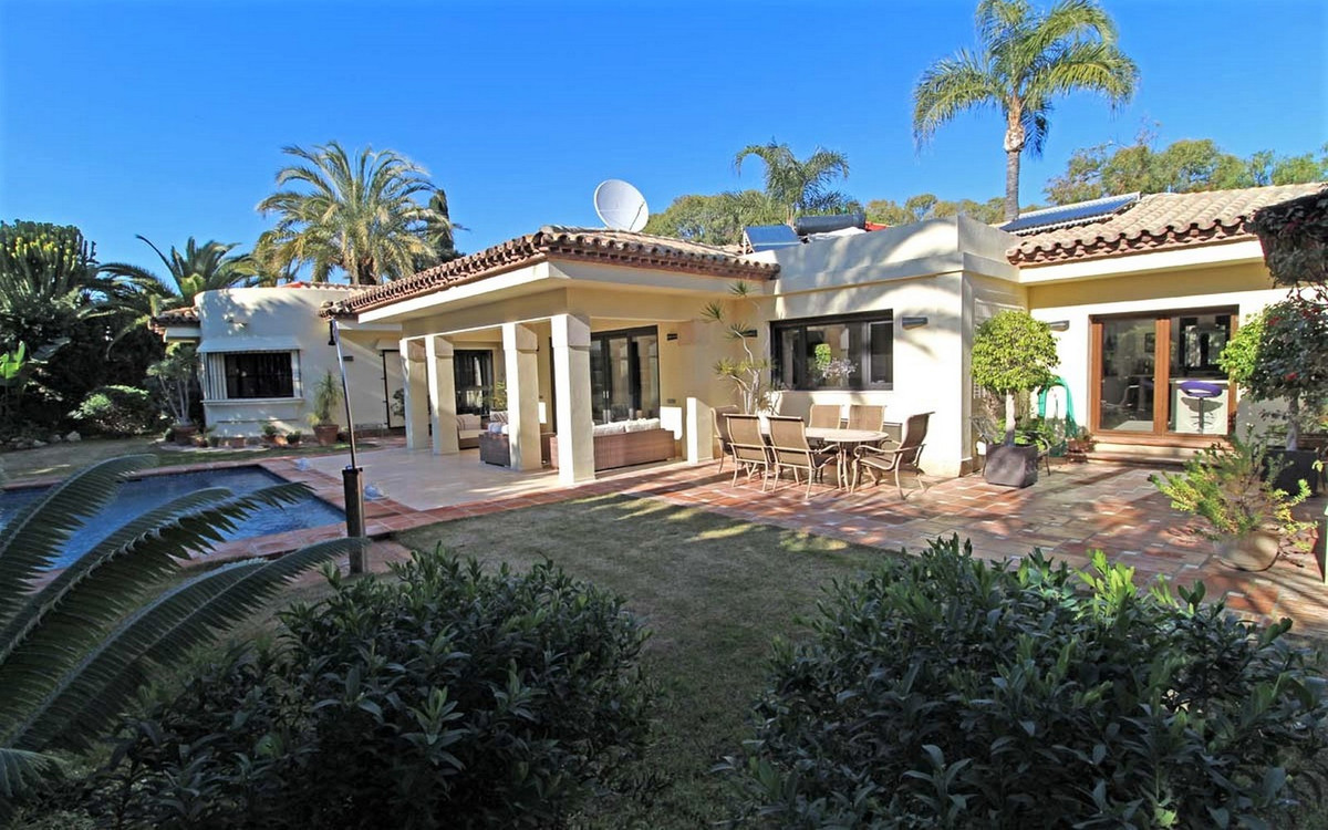 House in Estepona R3323182 4