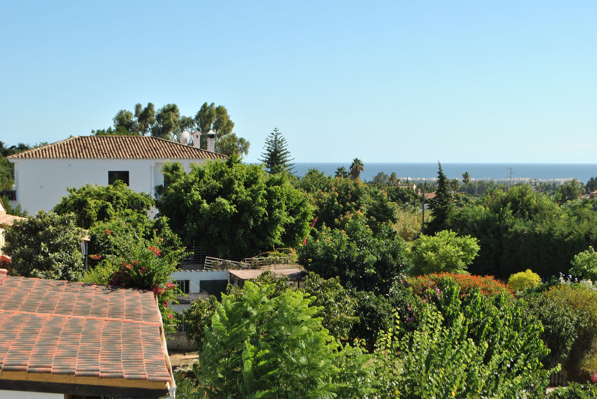 This is a superb top floor apartment with 3 bedrooms and 2 bathrooms, one of which is an en-suite wi,Spain