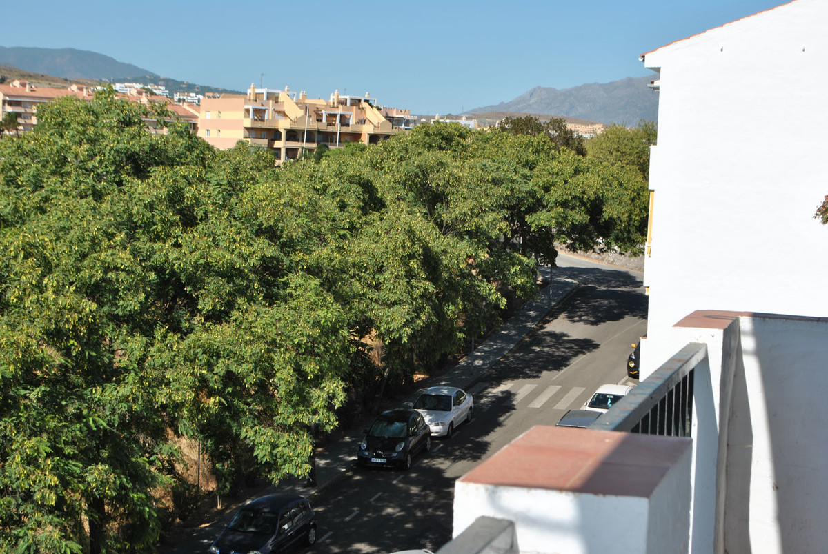 R3700373 | Top Floor Apartment in Estepona – € 109,000 – 3 beds, 2 baths