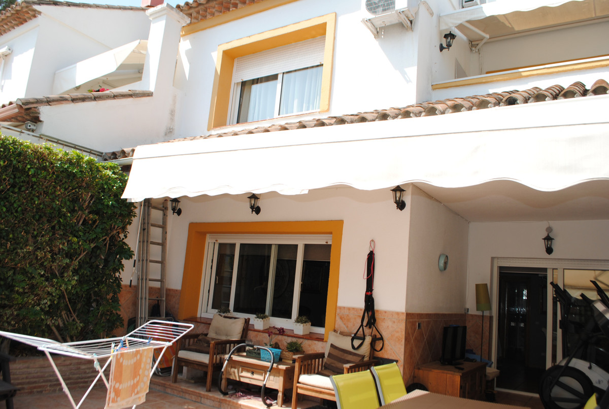 Nice traditional and well priced townhouse with 4 bedrooms and 4 bathrooms located in the heart of S, Spain