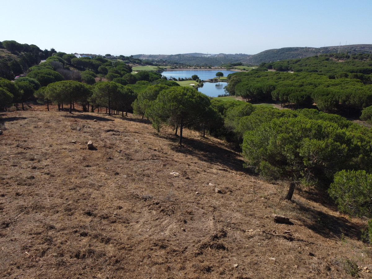 Front line golf plot in prestigous in Almenara Golf, Sotogrande Alto to build a single villa of 1591,Spain