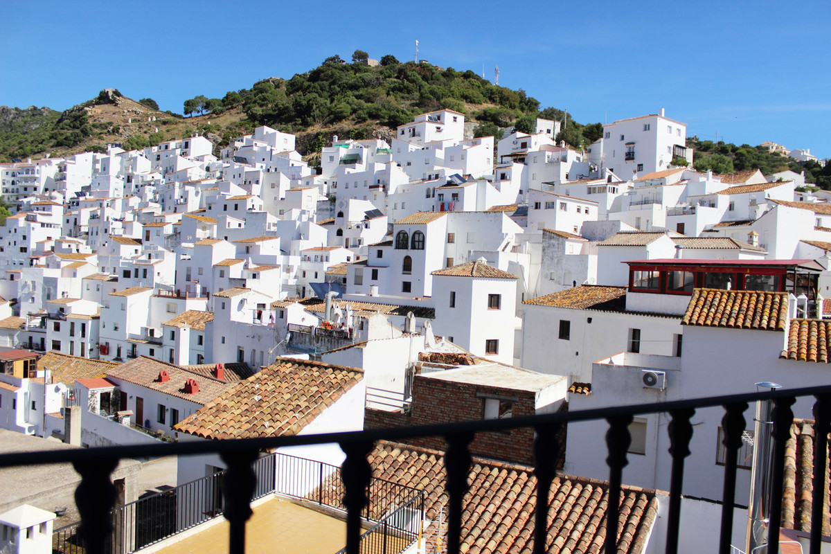 This one bedroom apartment boasts light and airy living areas, partially equipped kitchen, air condi,Spain