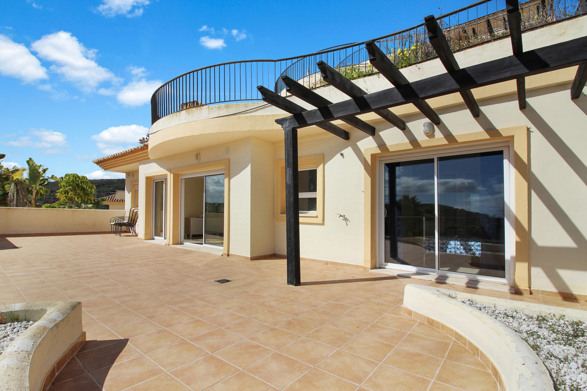 GENUINE OPPORTUNITY:  3 bed / 2.5 bath apartment in the prestigious San Roque Golf Club.  SOUTH orie,Spain