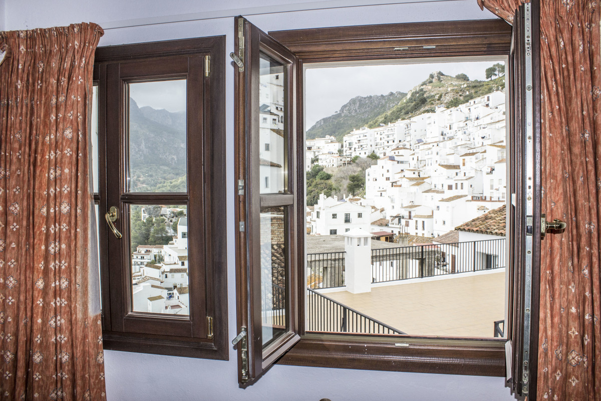 This  ground floor one bedroom apartment boasts light and airy living areas, fully equipped kitchen,, Spain