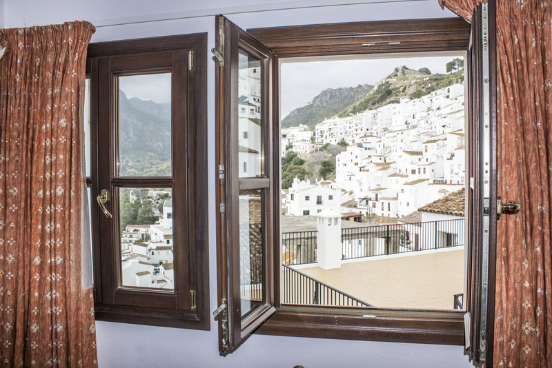 Ground Floor Apartment in Casares Pueblo for sale