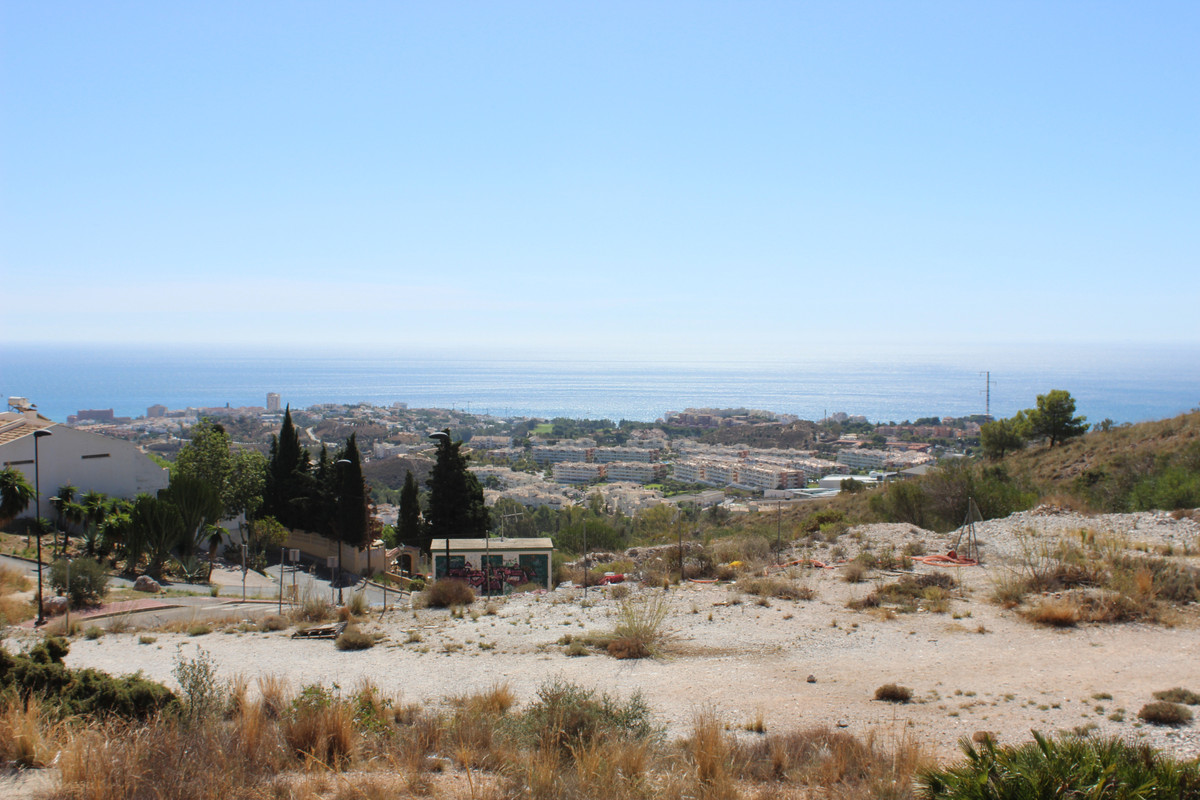 BANK REPOSSESSION - IDEAL FOR INVESTORS  Residential use plot for 31 apartments in Arroyo de la Miel,Spain