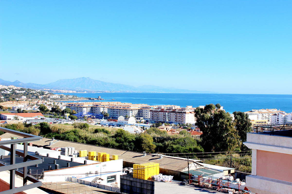Beautiful and spacious penthouse of 135 sq. m. surrounded by a great terrace of +150 sq. m. in San L,Spain