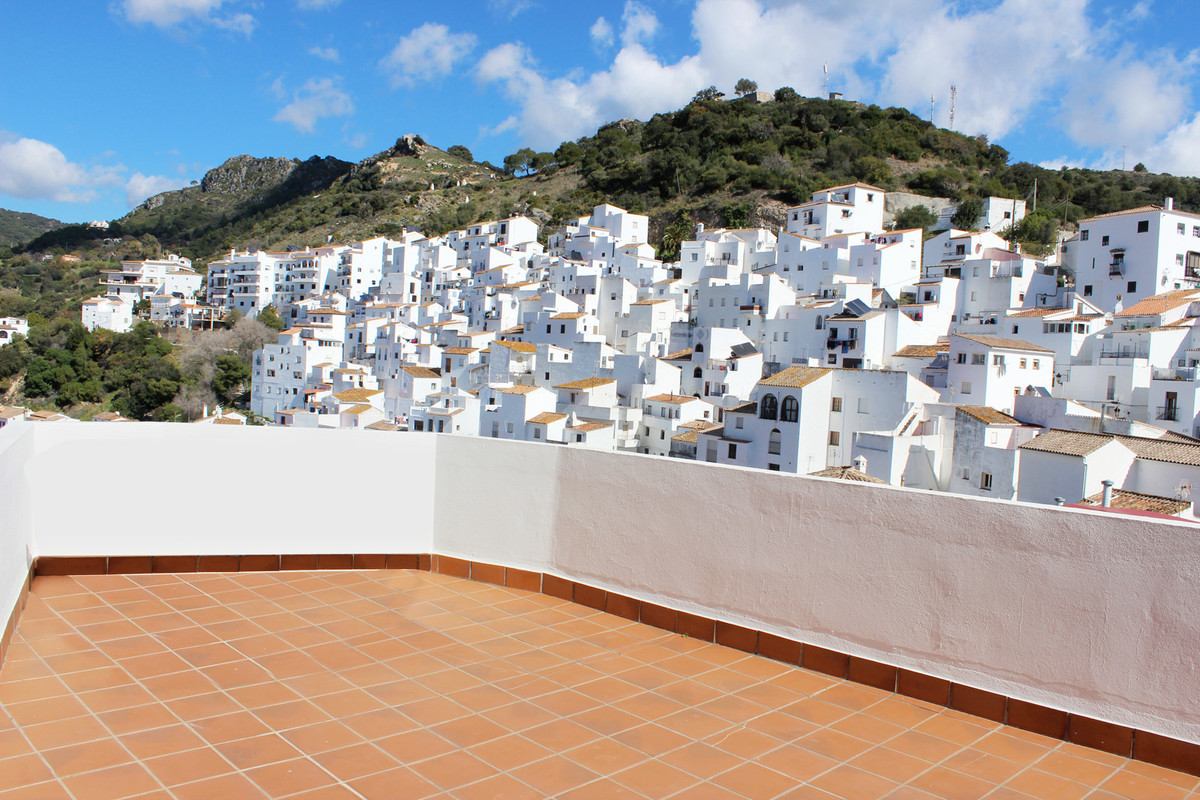 This two bedrooms penthouse apartment boasts light and airy living areas, fully equipped kitchen, ai,Spain