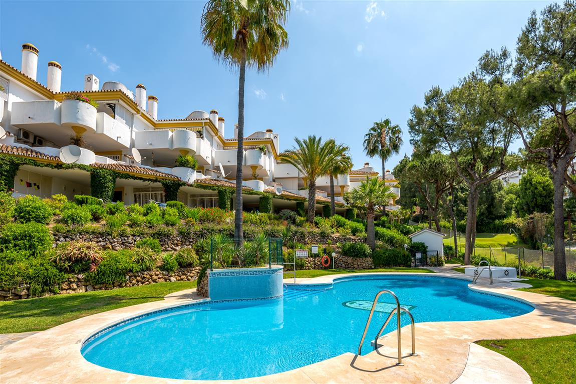 REDUCED BY €10.000!!!!!!!!  This cosy 2 bedroom, 1 bathroom ground floor garden apartment overlooks , Spain