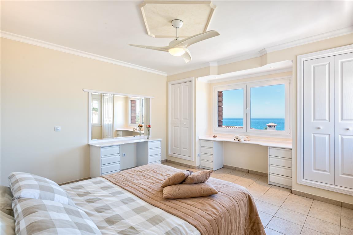 Villa con 6 Dormitorios en Venta Mijas Costa