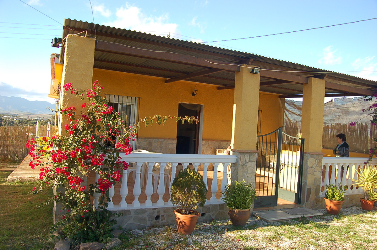 This country finca is in an excellent location not far from Coin, accesed all the way to the door on, Spain