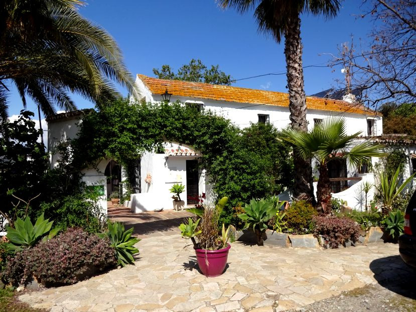 Successful Hotel and Restaurant set in an ideal rural setting yet easily accessible, within a 30 min,Spain