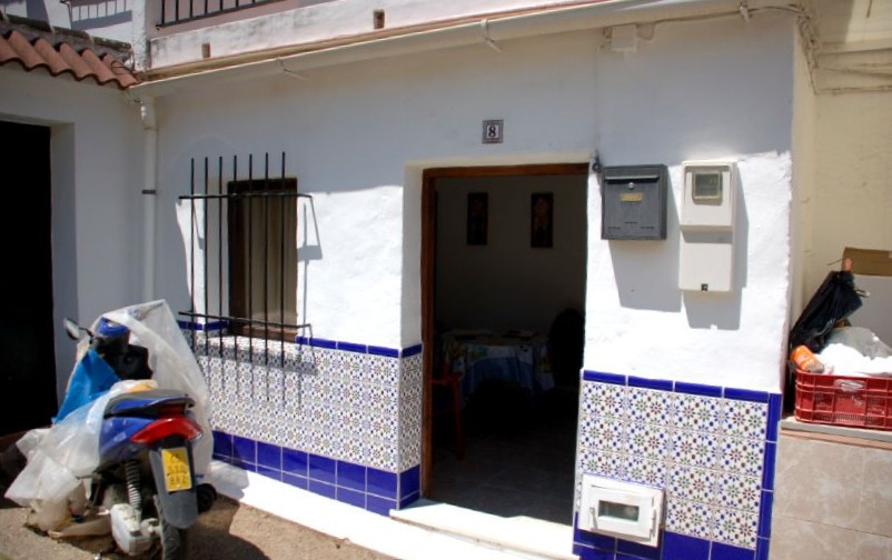 This is a charming little house, recently renovated to make a cosy bolthole that would suit a couple, Spain
