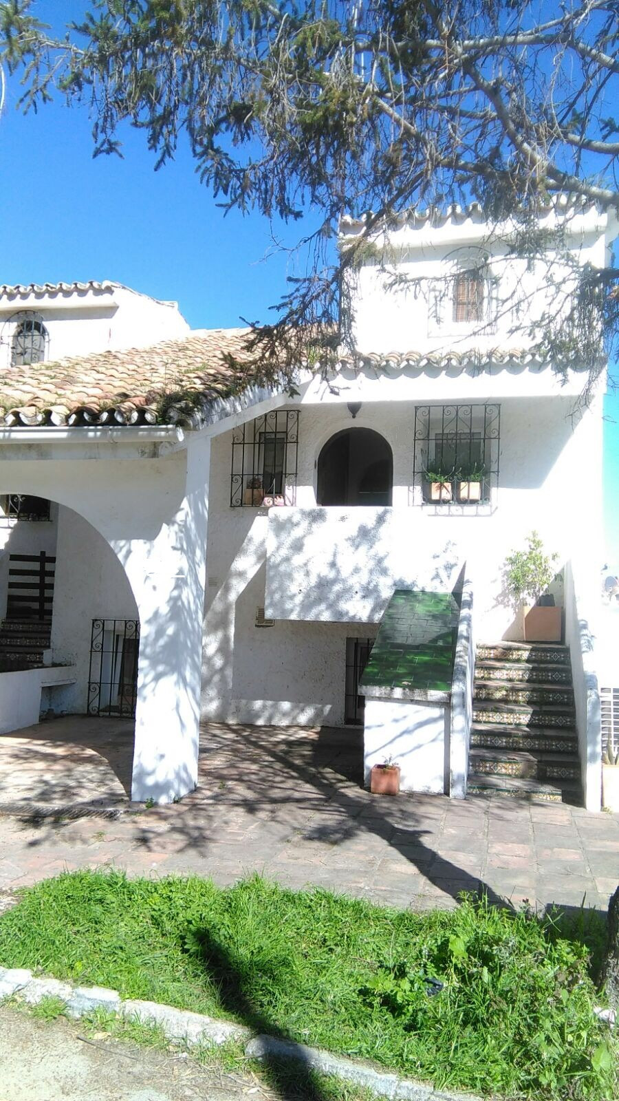 Spacious semi-detached townhouse situated in Atalaya with South-East orientation.  The property is d, Spain