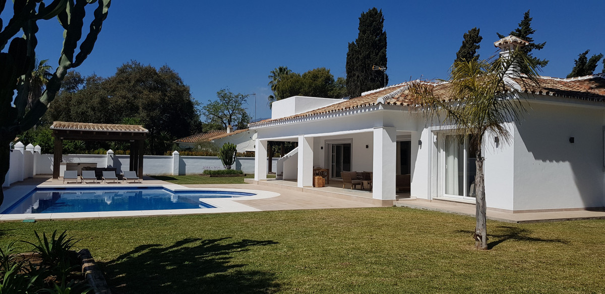 Fantastic fully renovated and decorated family villa, situated in one of the longest established vil, Spain