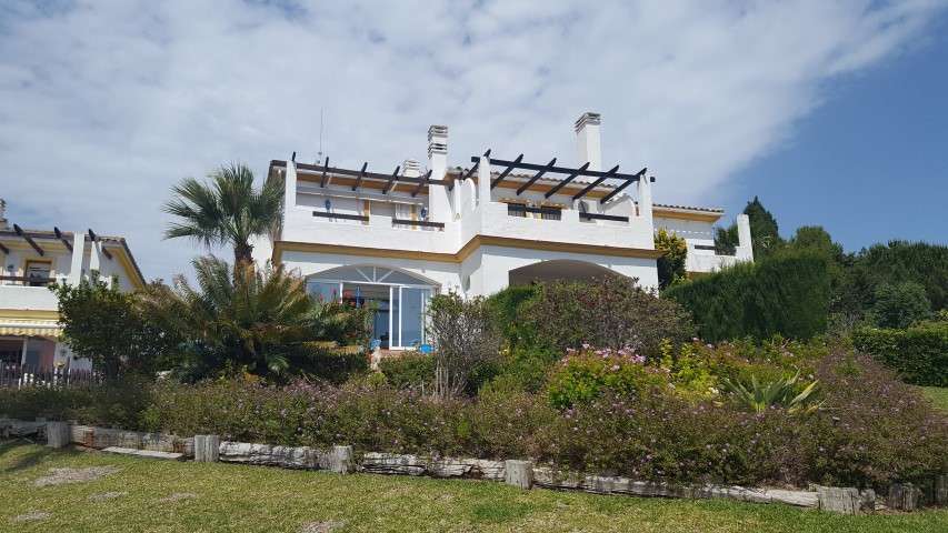 Fantastic 2 bedroom townhouse in Estepona in immaculate condition with private garden and panoramic , Spain