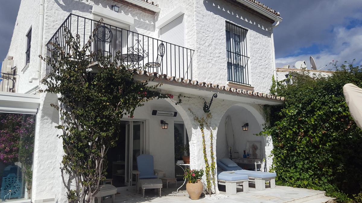 Marbella Banus Villa en Venta en Benamara – R3142345