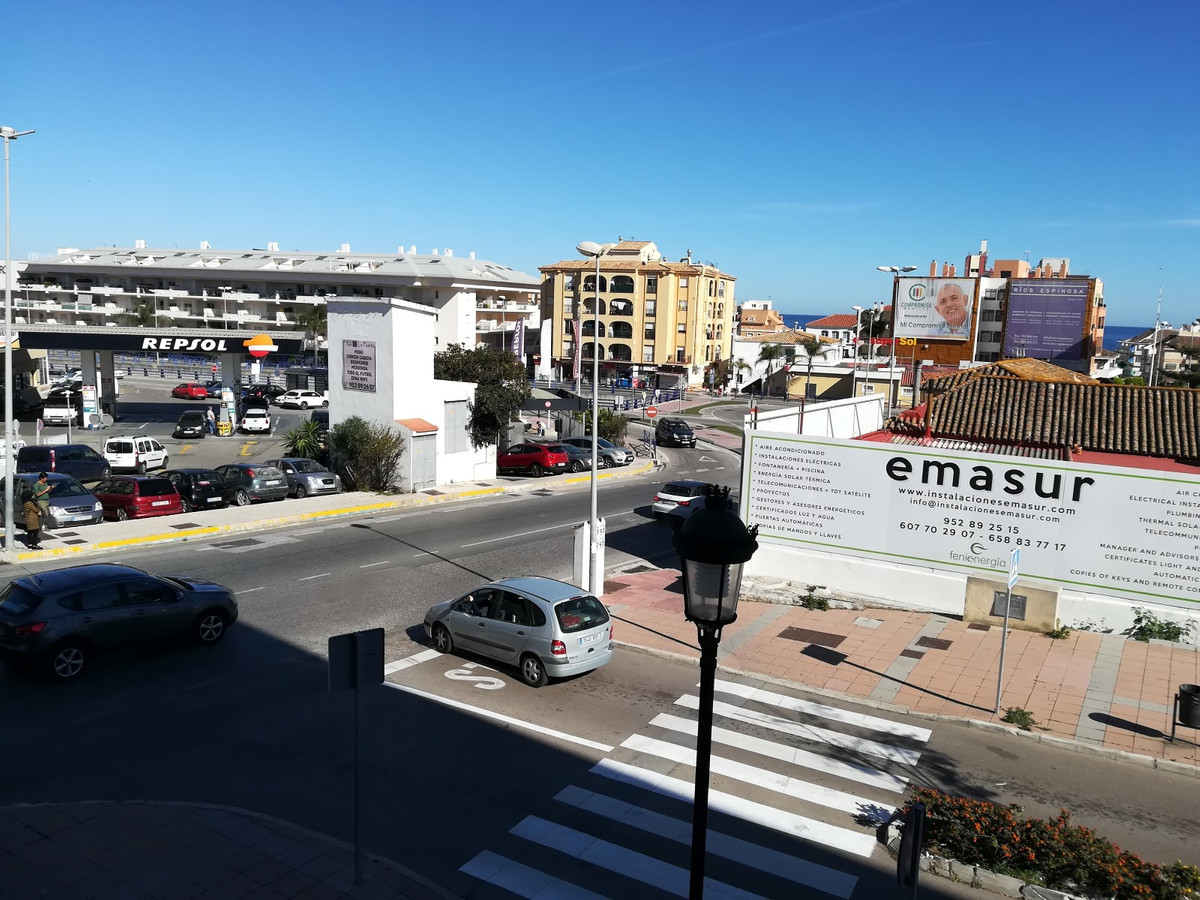 A spacious 2-bedroom, 2-bathroom apartment with a separate walk-in closet area - located in in a mod, Spain