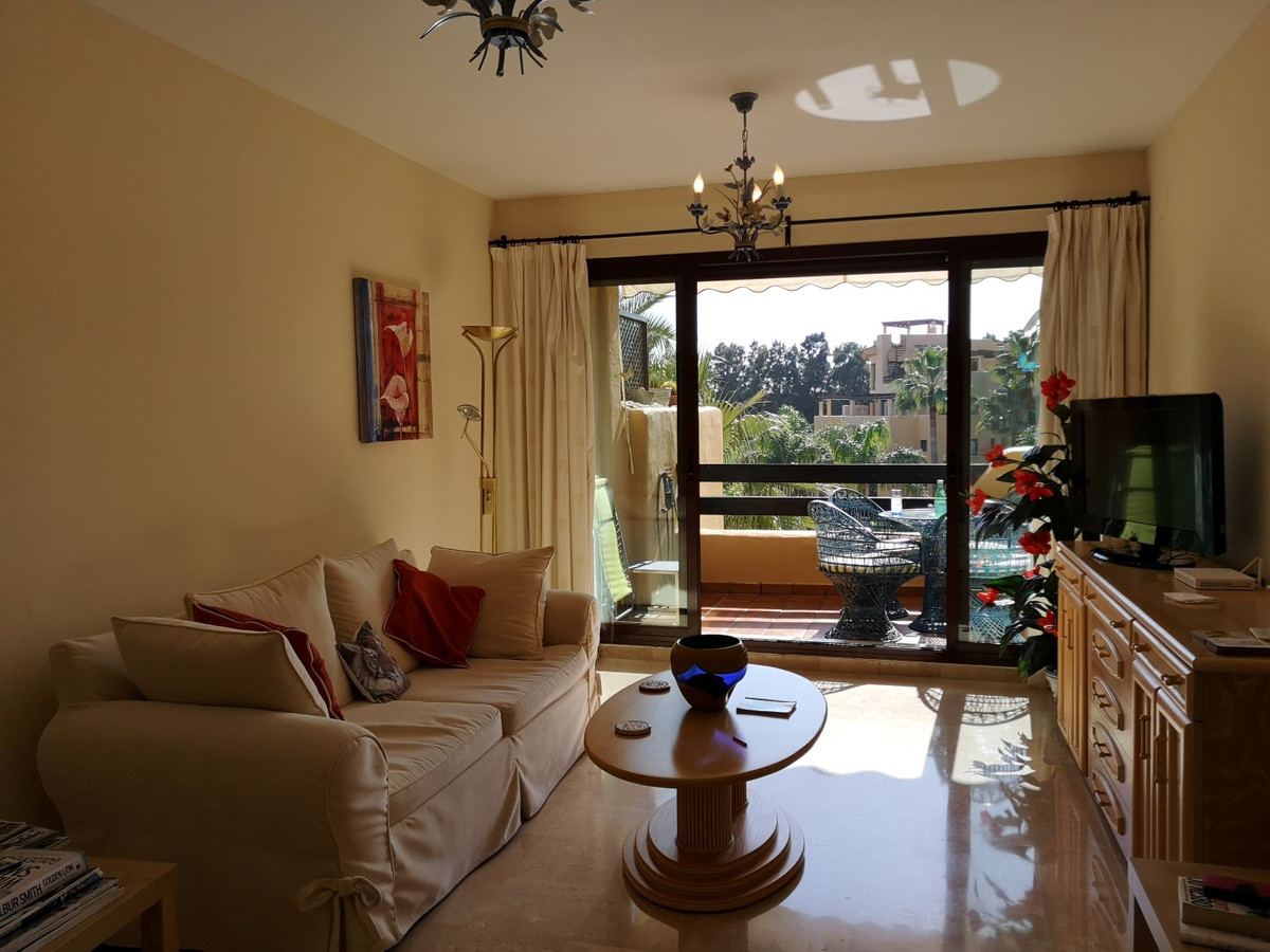 Beautiful and bright apartment with an excellent location on the New Golden Mile in a complex right ,Spain