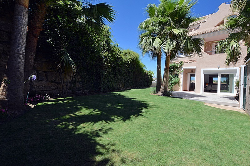 This 4+1 Bedroom Townhouse is located in the modern gated resort of La Vizcaronda in Manilva.  La Vi, Spain