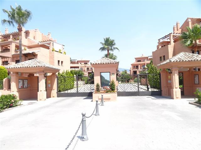 This is a large 3 bedroom apartment in this very popular beachside development. The property benefit, Spain