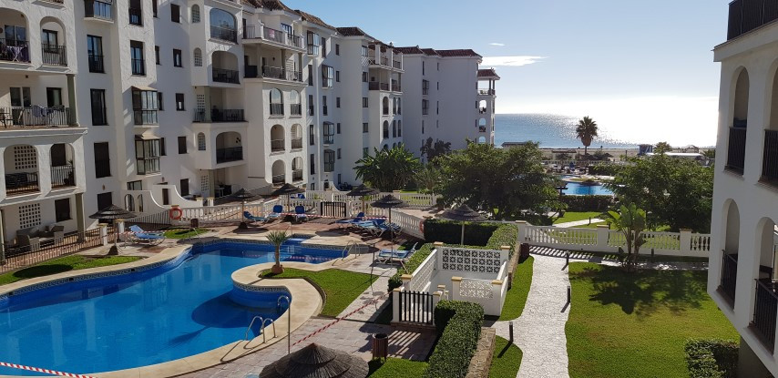 Superb 3 bedroom ground floor apartment situated in Marina de la Duquesa with 2 bathrooms, a fully f,Spain