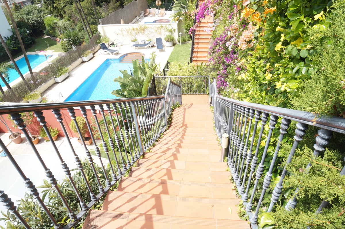 Semi-detached house located a few meters from the center of Marbella. Distributed over 4 floors, it , Spain