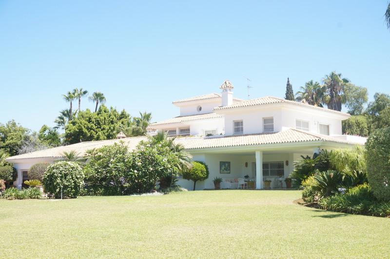 Detached Villa - Guadalmina Baja - homeandhelp.com