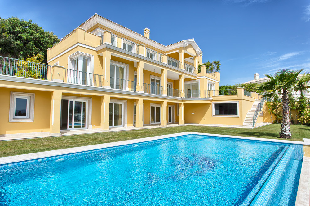 Top quality new build villa. 5 bed en suite and staff quarters. Features: Cinema room, wine cellar (, Spain
