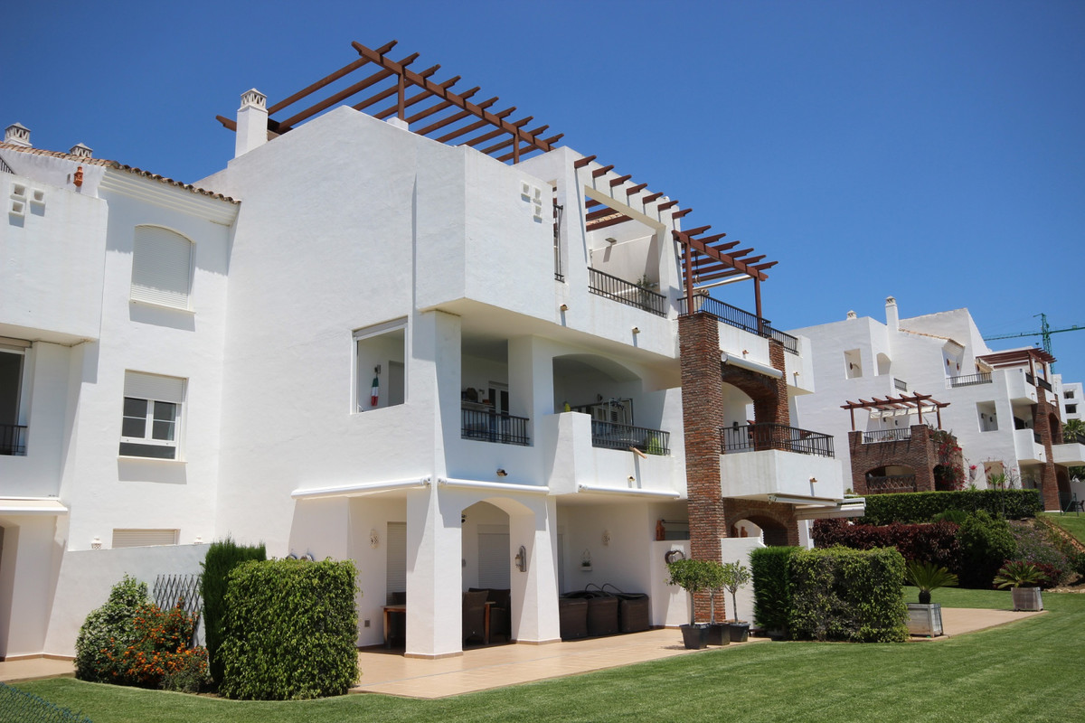 Very well mantained apartment located at Los Robles very close by the club house of Los Arqueros.  T, Spain