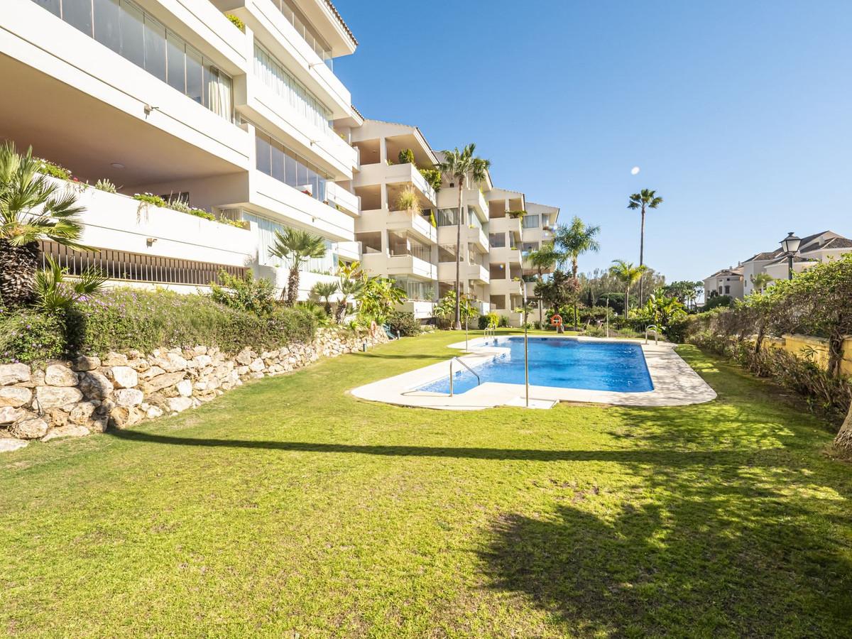 Marbella Banus Apartamento Planta Baja en Venta en Elviria – R2211005