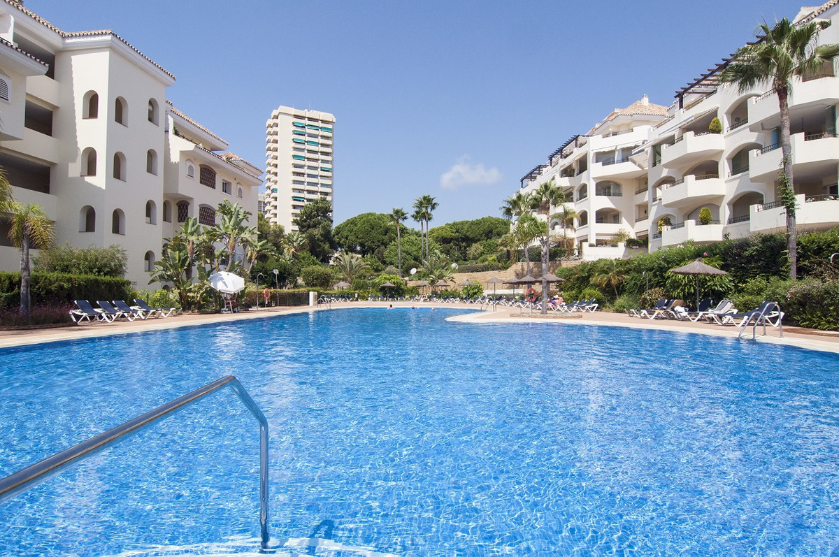 Apartment  Middle Floor for sale   in Elviria