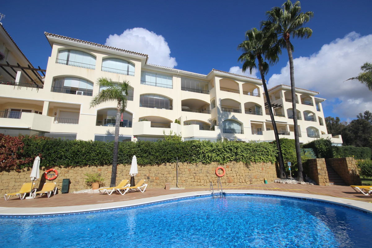 We are offering at just 100m from the Elviria Beaches this middle floor apartment, south/southeast f, Spain