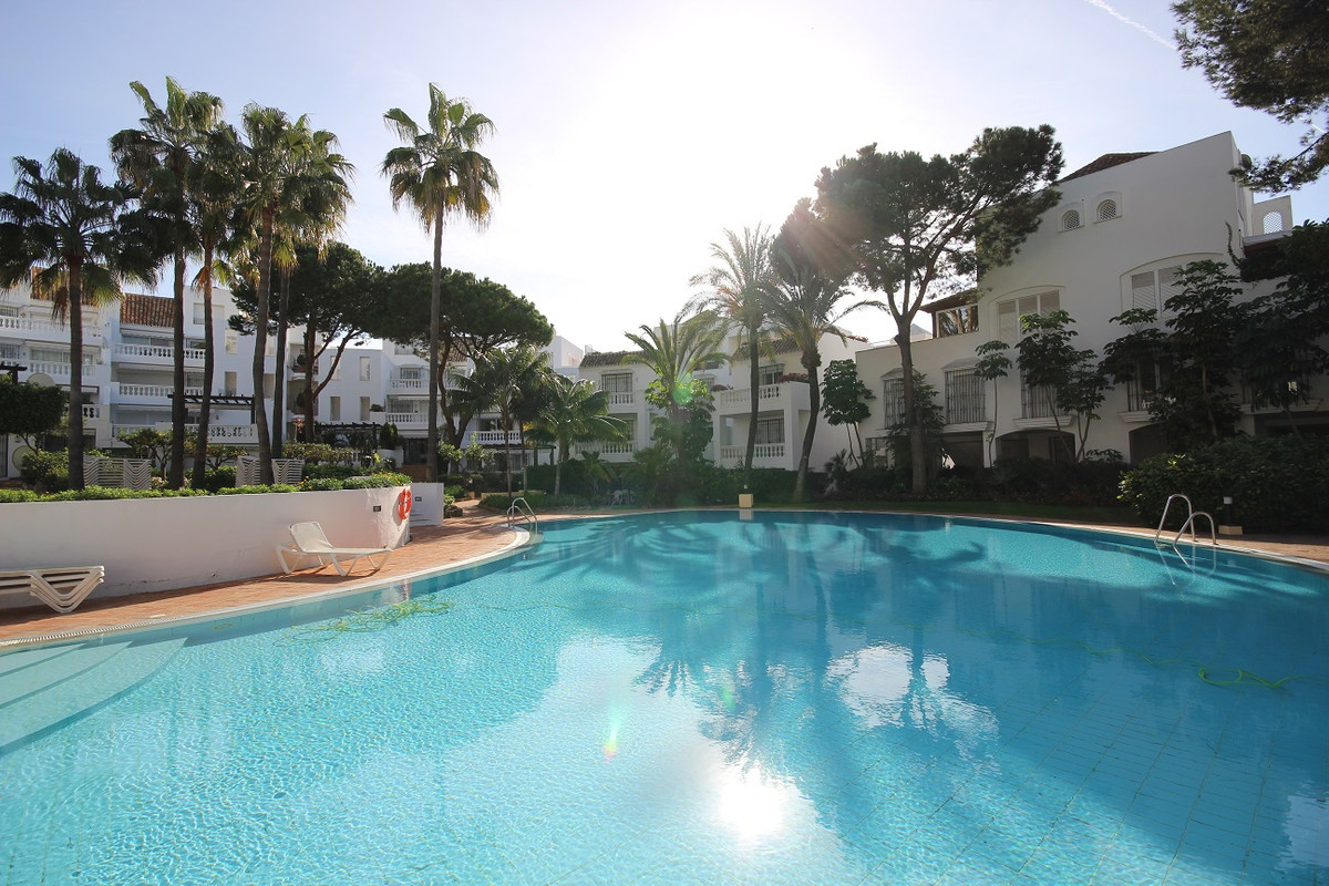 Very spacious accomodation set in perfect location close to the beach and amenities. The apartment i,Spain