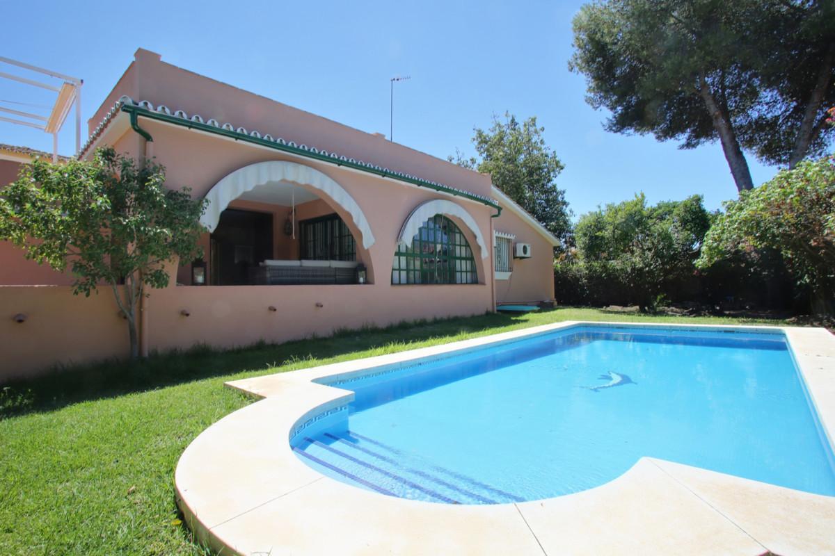 Villa - Chalet en San Pedro de Alcántara R3259333