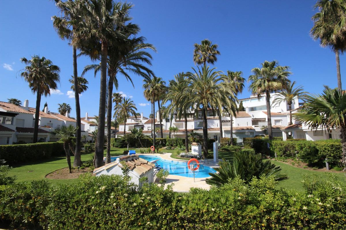 Adosado en Venta en Bahía de Marbella – R3521560