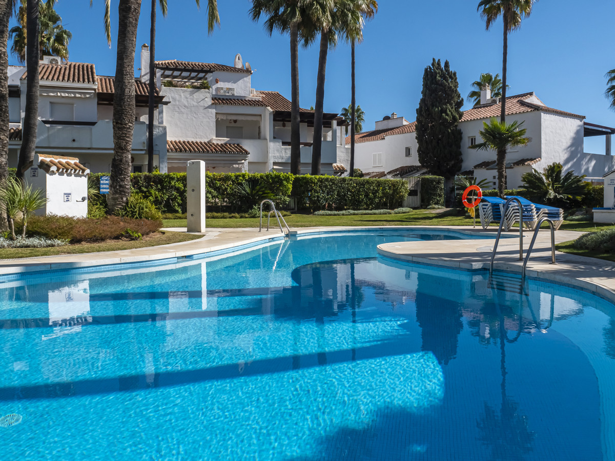 Fantastic middle floor apartament set in front line beach complex in Bahia de Marbella. Lovely commu, Spain