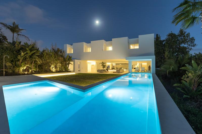 Villa – Chalet en venta en Guadalmina Alta – R3115858
